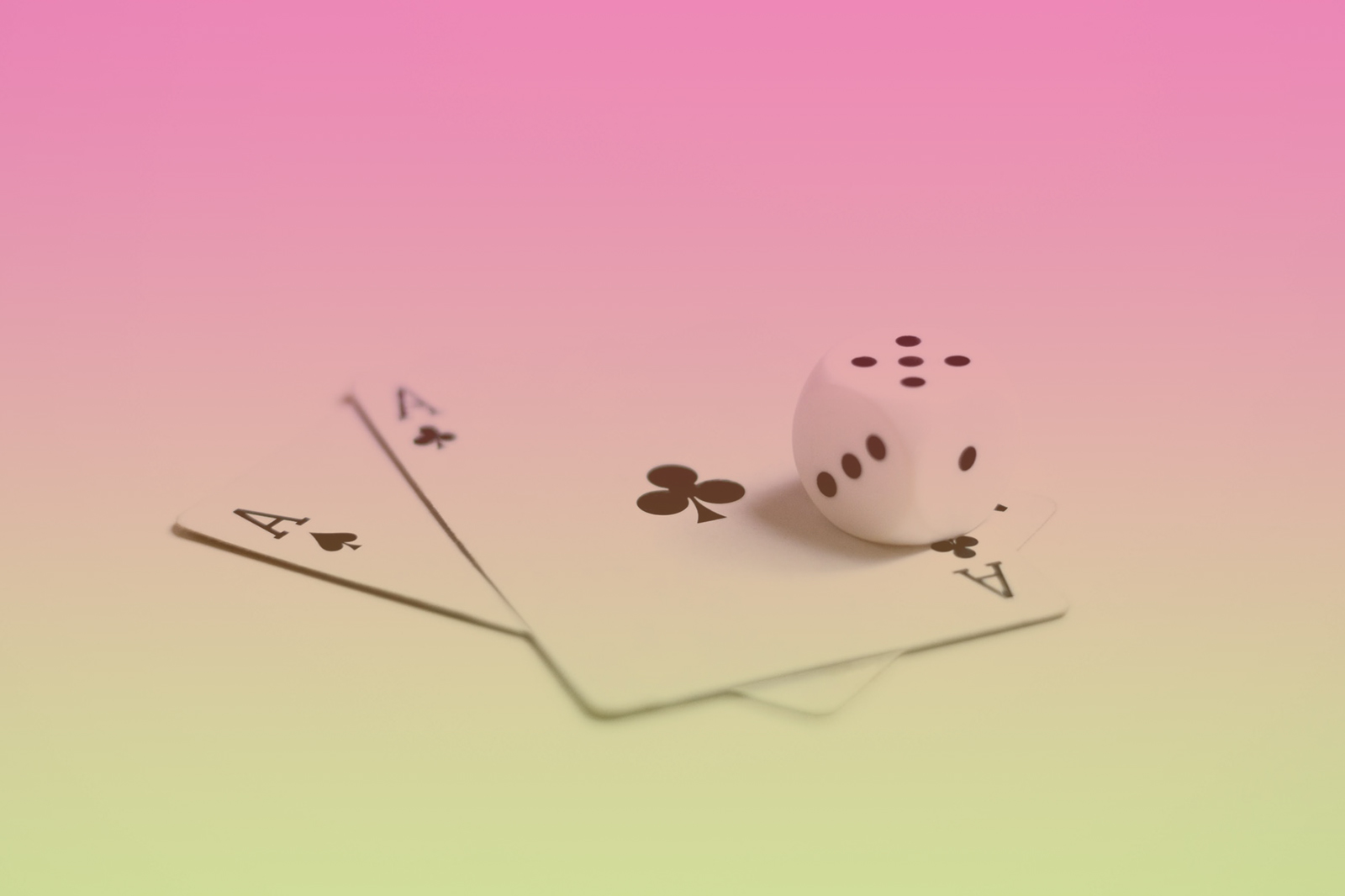 Do You Know How to Play Cards? Twitter and Youtube Cards